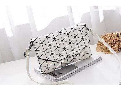 Obrázek Geometrická kabelka - lesklá bílá
