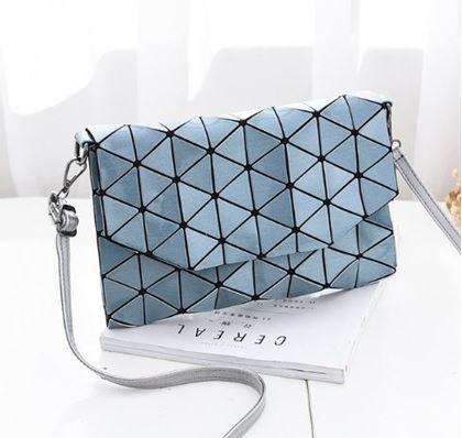 Obrázek z Geometrická kabelka - lesklá modrá