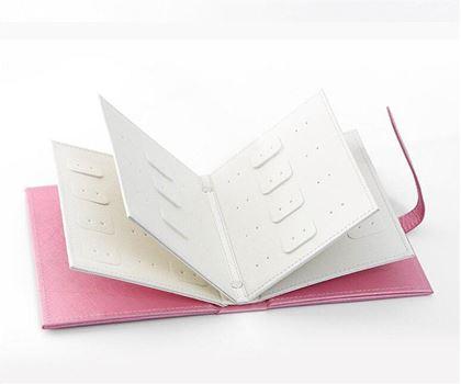 Obrázek z Šperkovnice v designu knihy