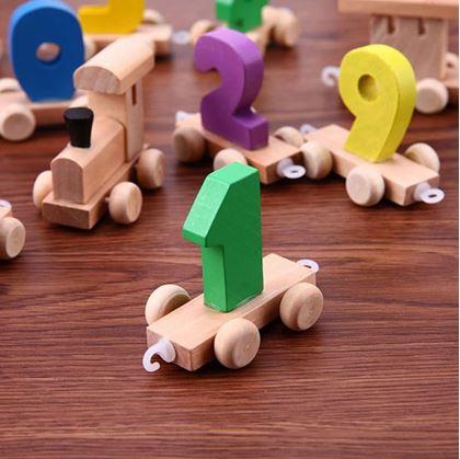 Obrázek z Dřevěný vláček s čísly