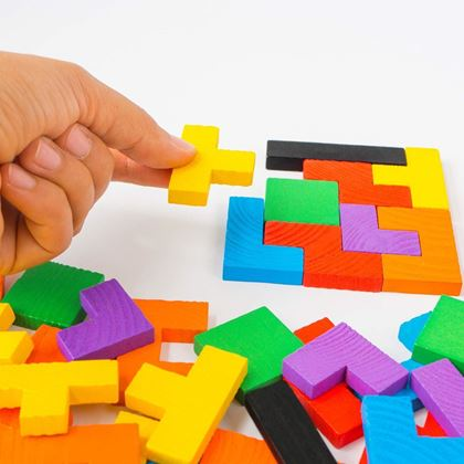 dřevěné vkládací puzzle