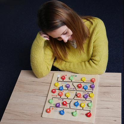 Dřevěný labyrint s čísly