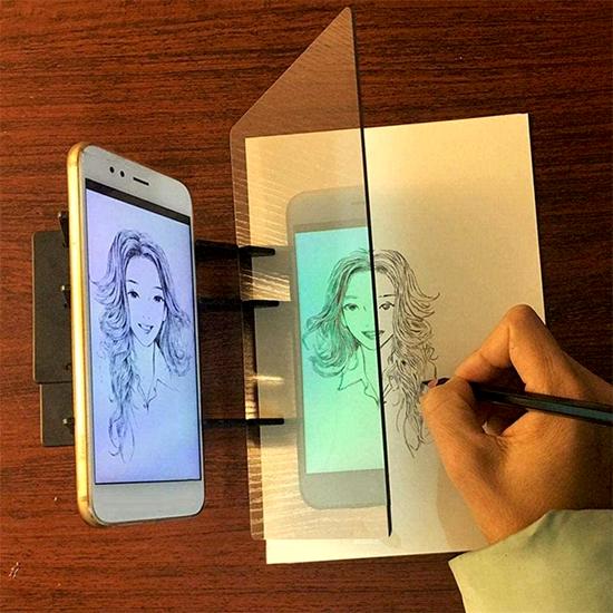 Projektor pro obkreslování z mobilu