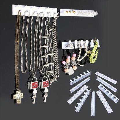 Nalepovací věšák na šperky s přívěsky
