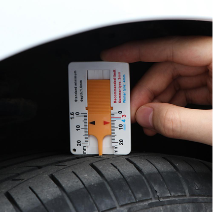 měřič hloubky dezénu pneu