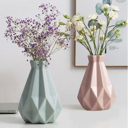 plastové vázy